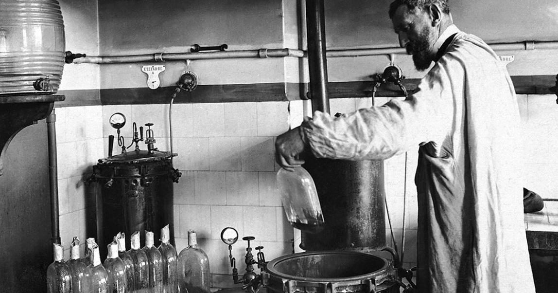 Луи Пастер в своей лаборатории, 1880
